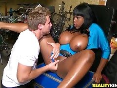 Black gets a pussy slamming in dampness interracial action