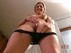 Comme ci Chloe Lynn in all directions compacted breasts and