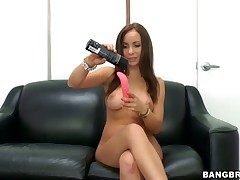 Bella Sianna fills a difficulty hole between the brush legs